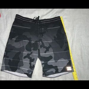 BILLABONG Airlite Fluid Boardshorts W32 Camo Used
